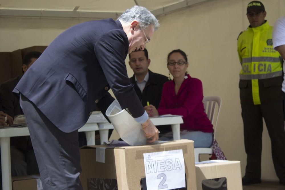 A propósito de la posible retoma política de Medellín por el uribismo