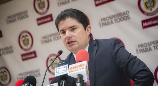 Las peculiares cifras del Ministro de Vivienda, Luis Felipe Henao