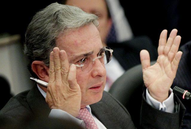 Uribe se graduó como enemigo de la paz