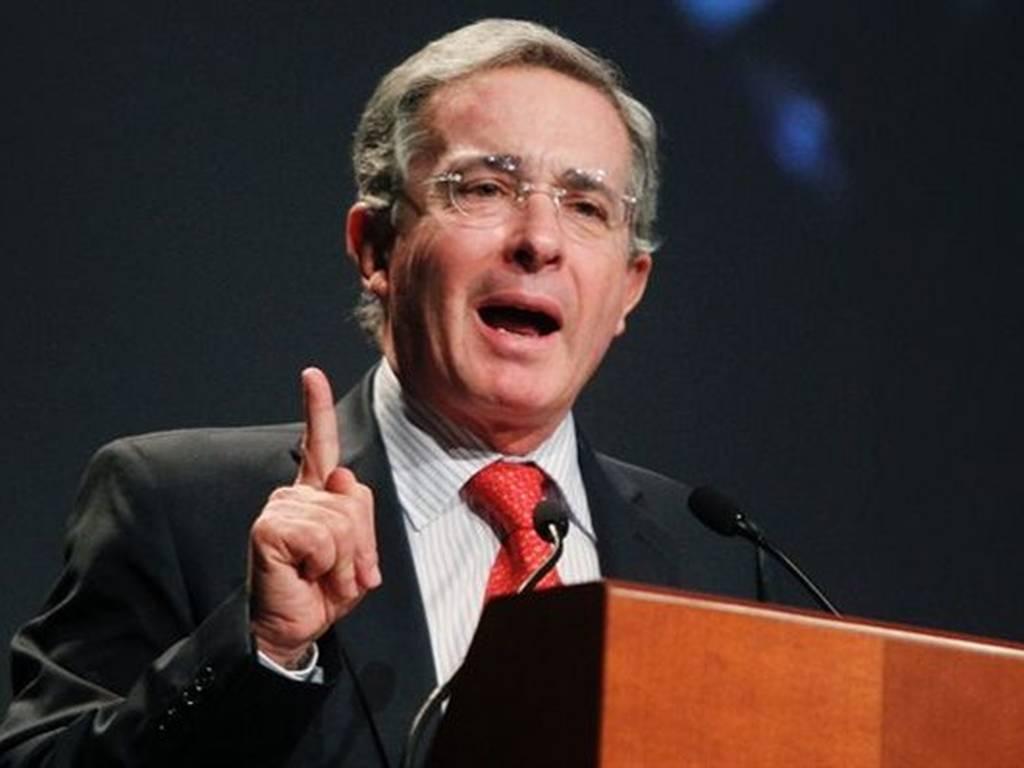 Uribe: ¿estadista o loco?