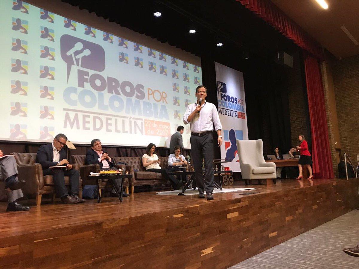Rafael Nieto Loaiza, el nuevo candidato de Uribe