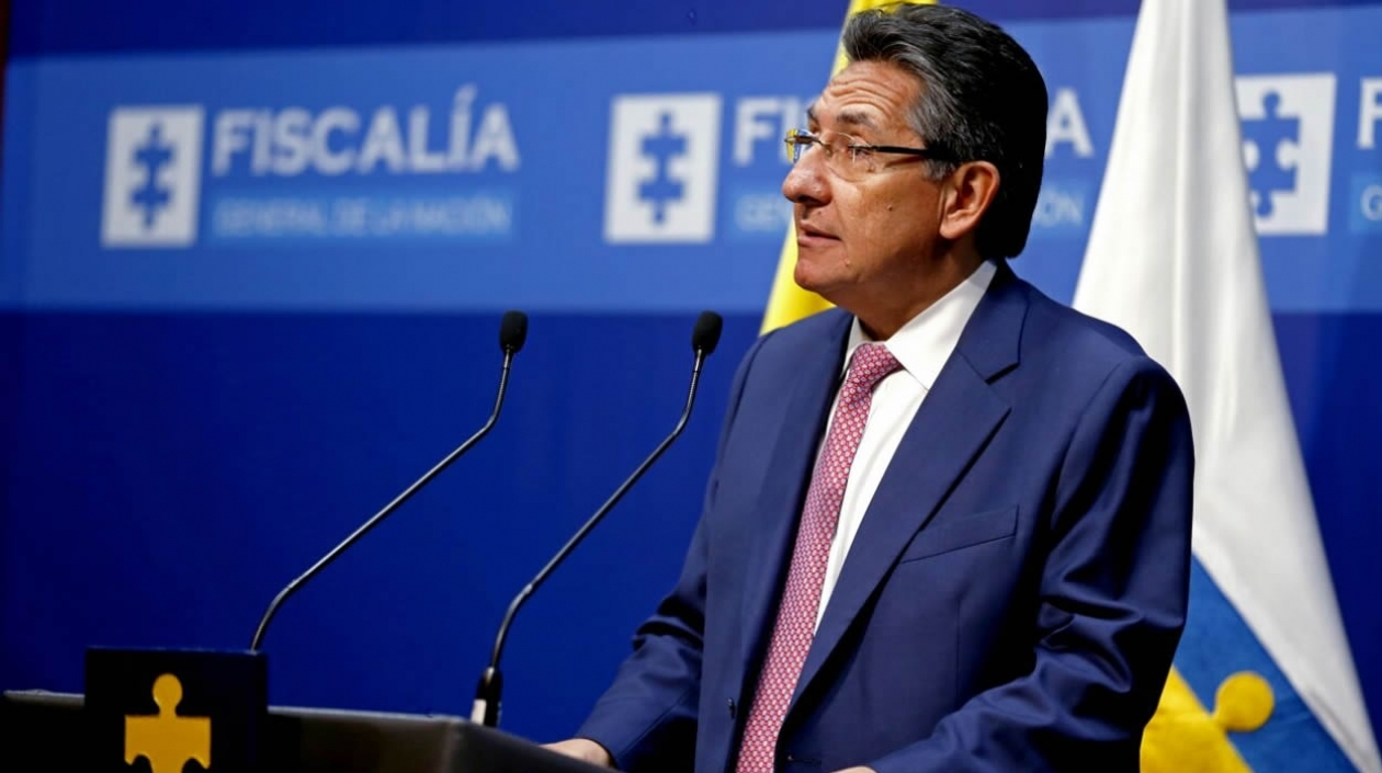 ¿Debajo de las enaguas de quién está el Fiscal Martínez?