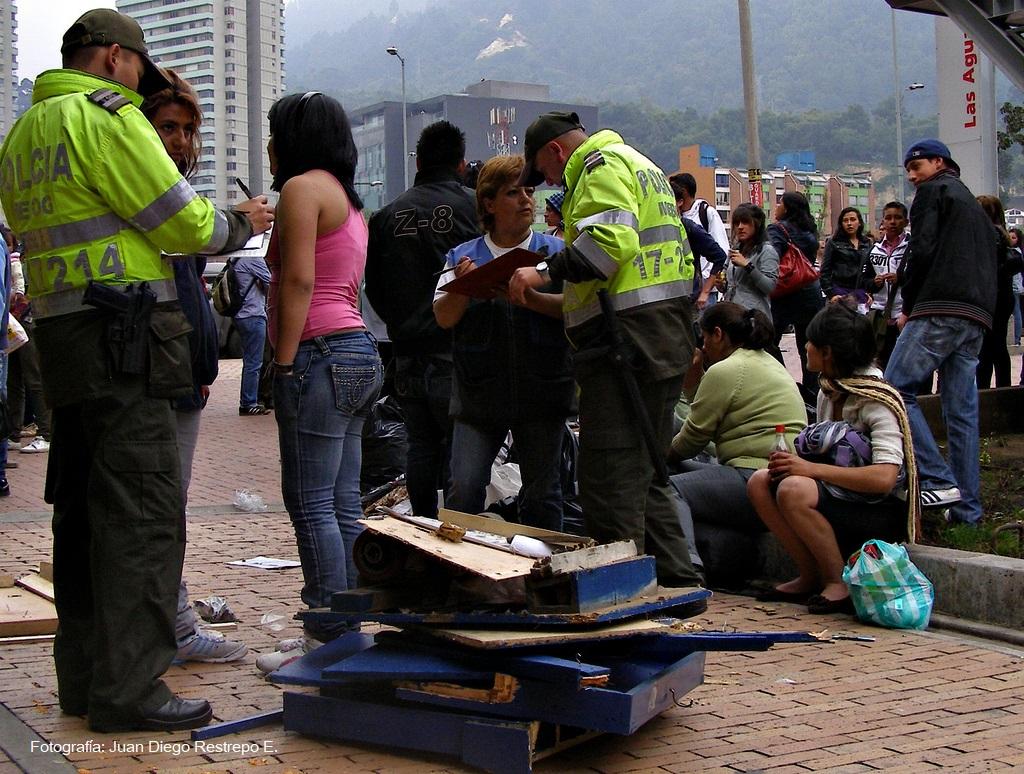 ¿Los derechos del andén o los derechos humanos de los vendedores ambulantes?