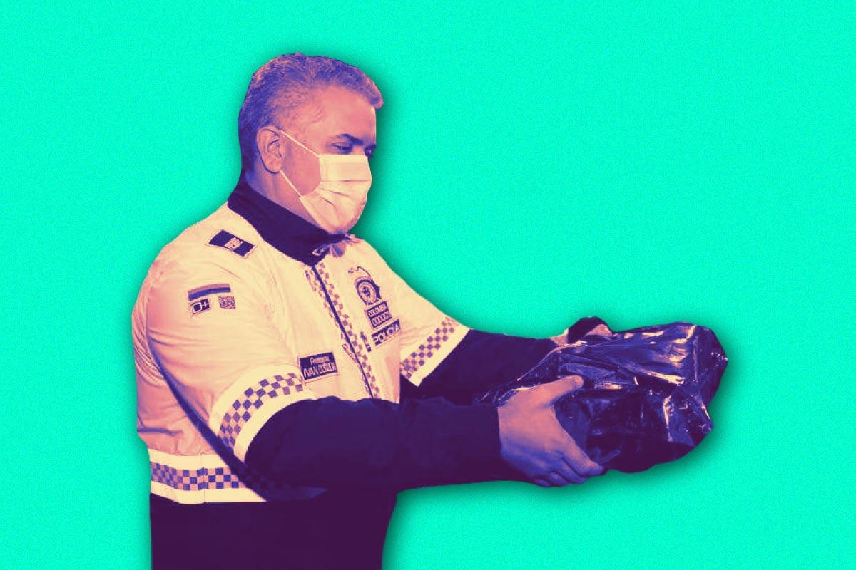 Duque otra vez se disfraza de policía
